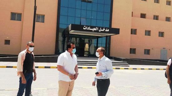 وزير-التعليم-العالي-يزور-مستشفى-العاشر-من-رمضان-الجامعى--(14)