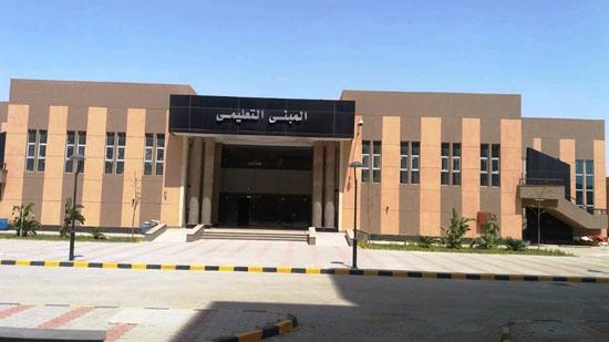 وزير-التعليم-العالي-يزور-مستشفى-العاشر-من-رمضان-الجامعى--(9)
