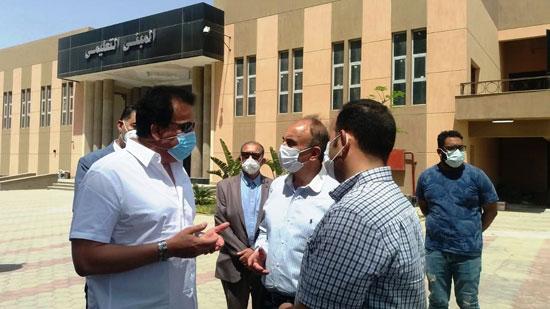 وزير-التعليم-العالي-يزور-مستشفى-العاشر-من-رمضان-الجامعى--(3)