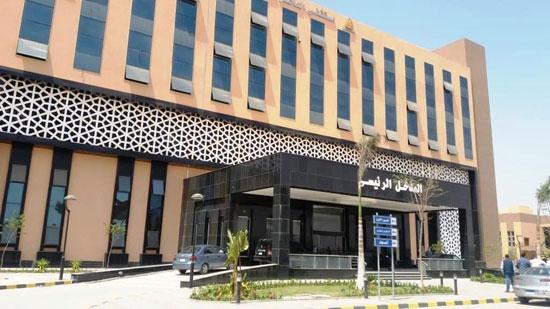 وزير-التعليم-العالي-يزور-مستشفى-العاشر-من-رمضان-الجامعى--(8)