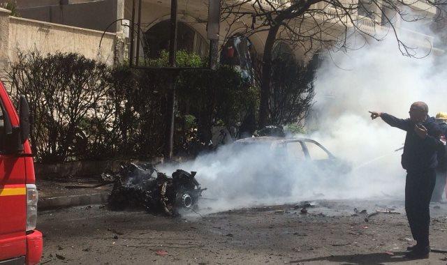 لحظة انفجار سيارة مفخخة