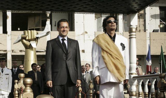 ساركوزي مع القذافي