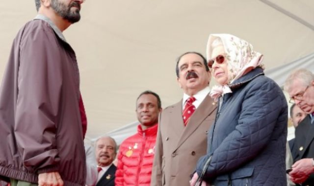 محمد بن راشد والملكة إليزابيث والملك حمد بن عيسى