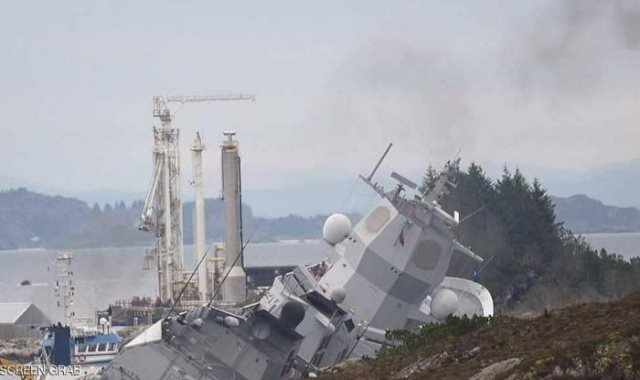 غرق سفينة حربية