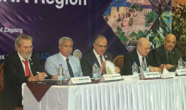 وزير الرى بورشة عمل المياه والطاقة بأسوان