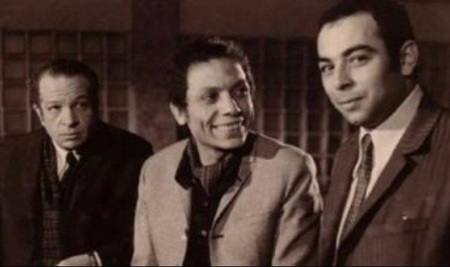 المنتج عبد الملك عبد الرحمن الخميسي بصحبة الفنان عادل إمام والمخرج أحمد توفيق