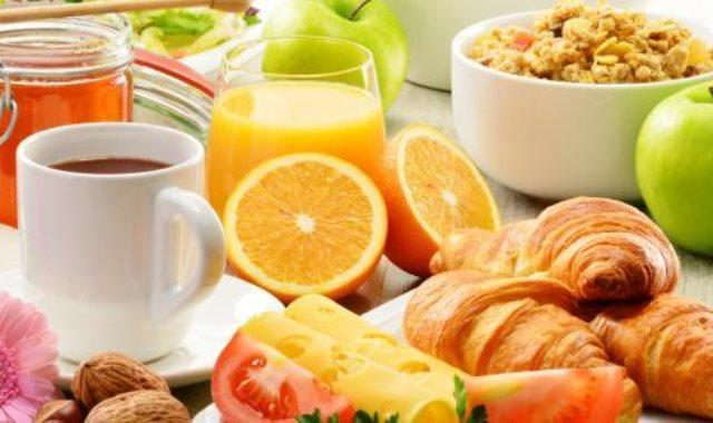 تناول وجبة الإفطار