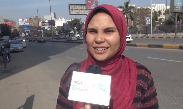 زقلة يسأل المواطنين عن عدد الأحزاب فى مصر