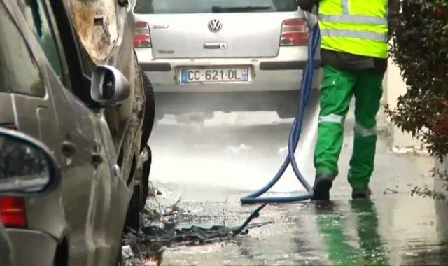 حملة تنظيف لشوارع باريس