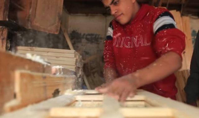 ياسمين حققت حلم والدها وفتحوا ورشة نجارة بدعم من جهاز المشروعات