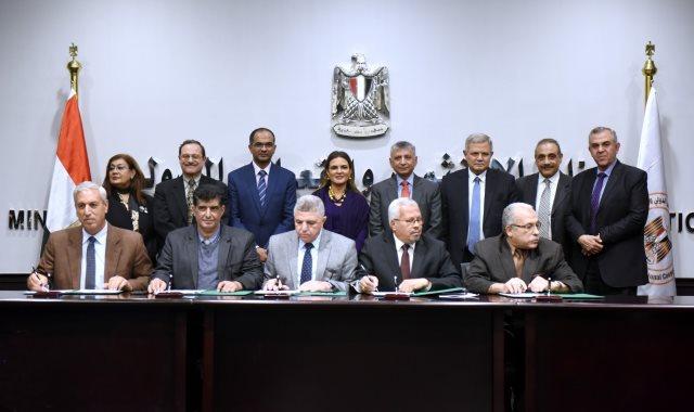 الوزيرة سحر نصر تشهد توقيع الاتفاقية