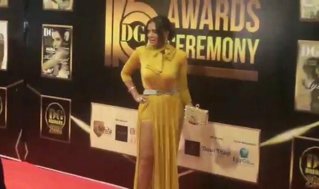 رانيا يوسف تثير الجدل بفستان جديد