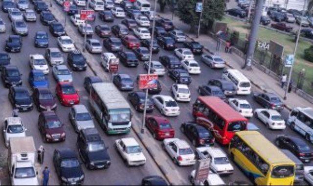 كثافات مرورية فى طريق السويس