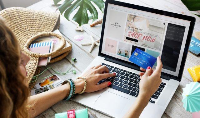 التسوق عبر المواقع الإلكترونية