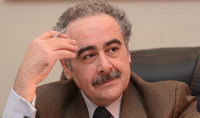 الشاعر الكبير الدكتور علاء عبد الهادى رئيس النقابة العامة لاتحاد كتاب مصر