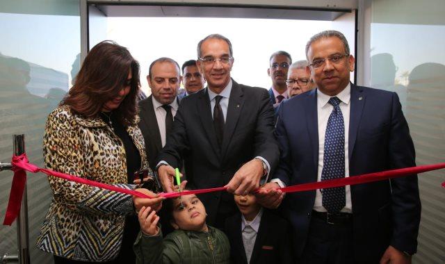وزير الاتصالات يفتتح مركز الخدمات البريدية بمدينة دمياط الجديدة