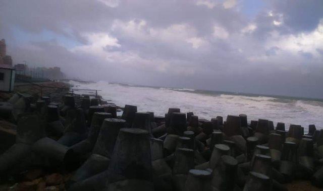 ارتفاع أمواج البحر المتوسط فى الإسكندرية