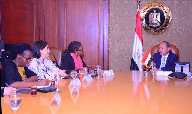 وزير التجارة والصناعة خلال لقائه مع وفد الأمم المتحدة