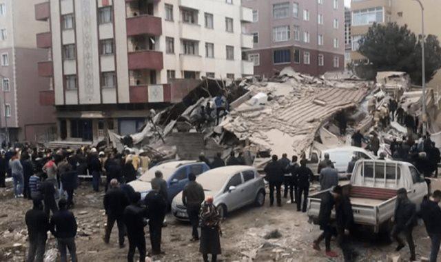 انهيار مبنى مكون من 6 طوابق