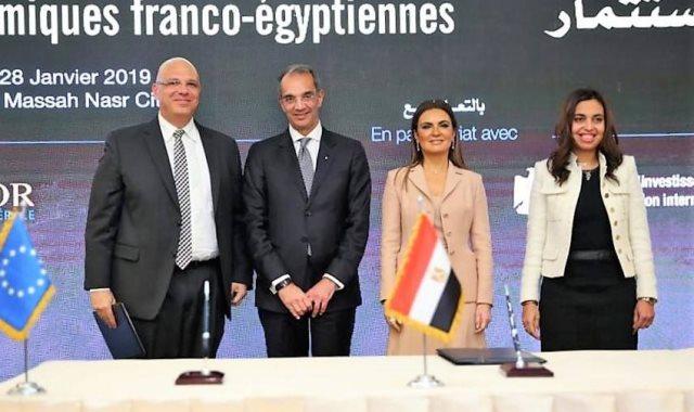 وزير الاتصالات خلال توقيع اتفاقية تعاون بين ايتيدا و فاليو