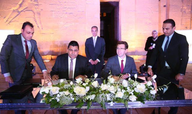 وزير الاتصالات يشهد توقيع مذكرة التفاهم بين فودافون والمصرية للاتصالات