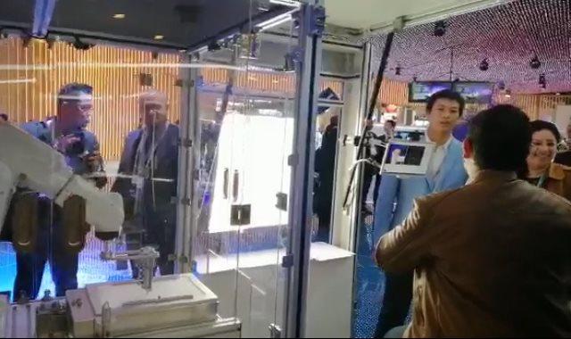 روبوت بريشة رسام