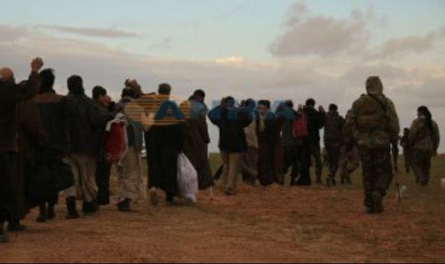 مقاتلو داعش يسلمون أنفسهم لقوات سوريا الديمقراطية