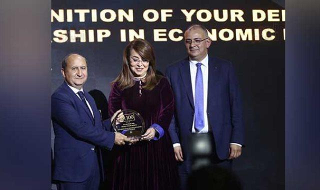 تكريم الدكتورة غادة والى وزيرة التضامن بحفل bt100