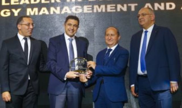 تكريم وليد شتا الرئيس الإقليمى لمنطقة شمال شرق أفريقيا لشركة شنايدر إلكتريك