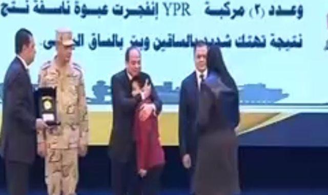 الرئيس يكرم أسر شهداء القوات المسلحة