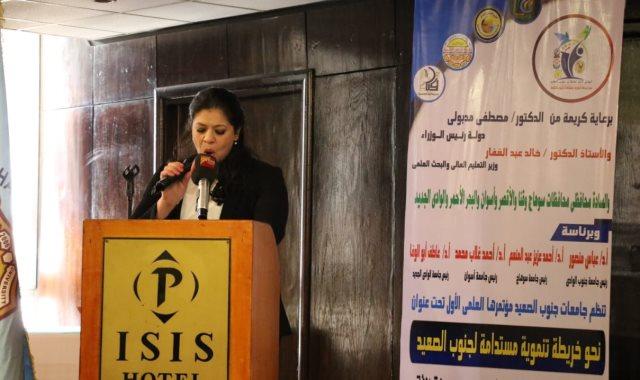الدكتور غادة خليل تلقي كلمة وزارة التخطيط بالمؤتمر