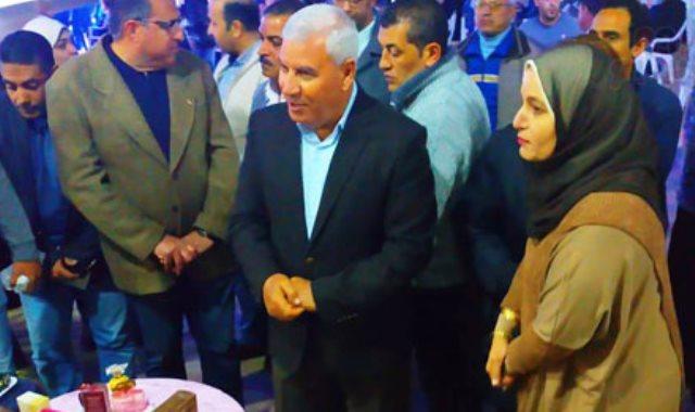 محافظ مطروح يفتتح معرض منتجات المرأة والشباب