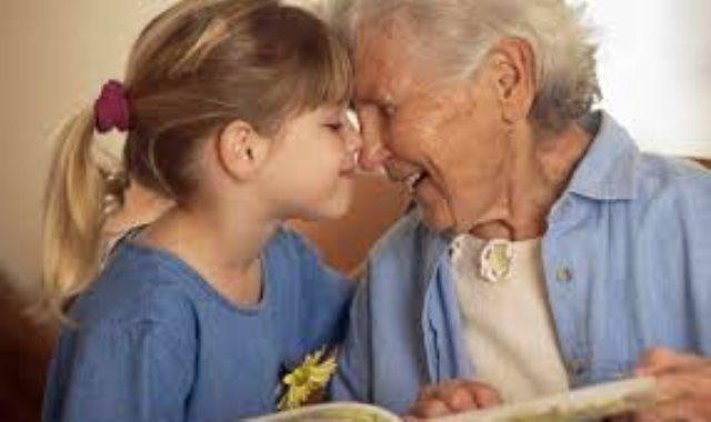 الطب يساعد كبار السن - أرشيفية