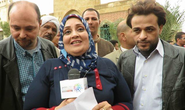 المواطنة المصرية تلقى القصيدة