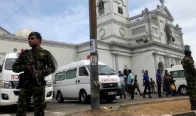 عناصر من شرطة سريلانكا بموقع الهجوم