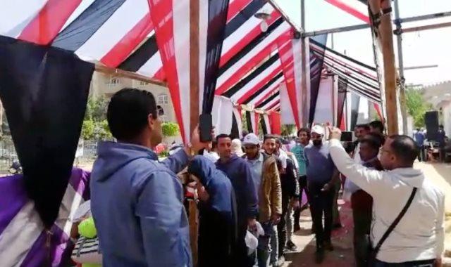 طوابير المواطنين أمام لجان الاستفتاء