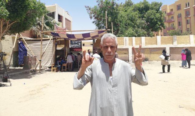 مواطن أصم يدلى بصوته فى الاستفتاء