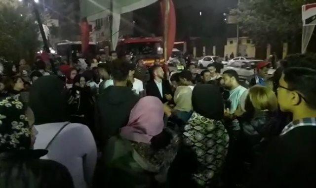 احتفالات أمام لجان استفتاء التعديلات الدستورية بشبرا