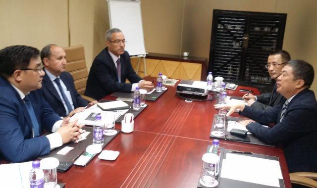 وزير الصناعة يلتقي وفد شركة HUAJIAN الصينية