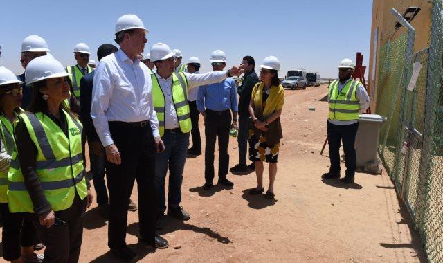 وزيرة الاستثمار ورئيس البنك الدولي داخل مشروع بنبان