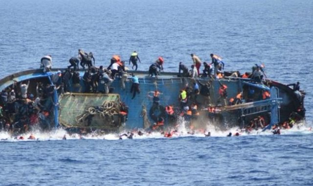 غرق مركب - أرشيفية