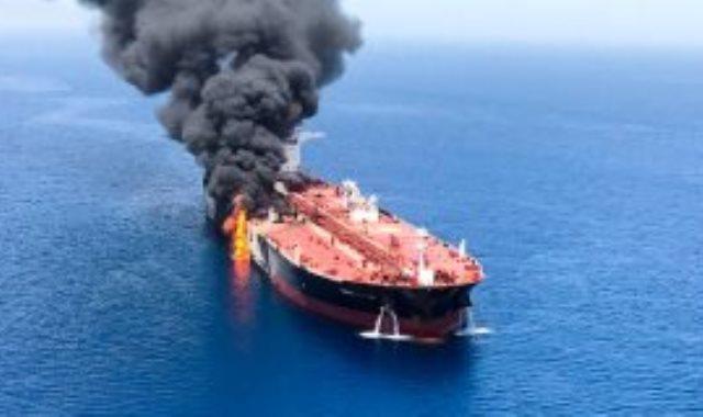 ناقلة النفط المحترقة