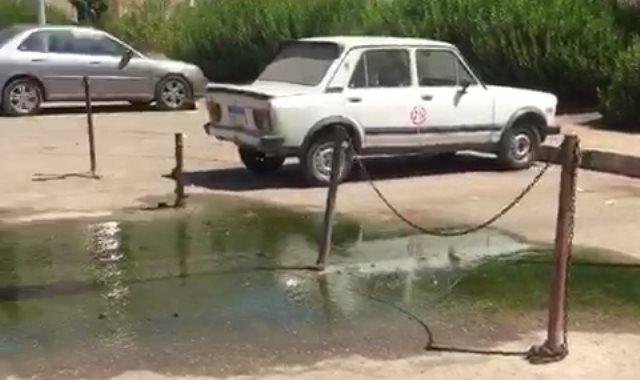مياه المجارى تنتشر بجراج سيارات