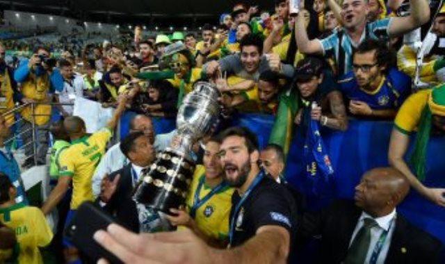 لاعبو وجماهير البرازيل
