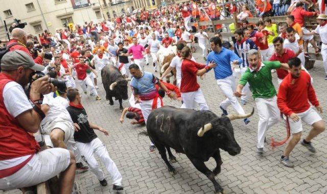 مهرجان مصارعة الثيران بإسبانيا