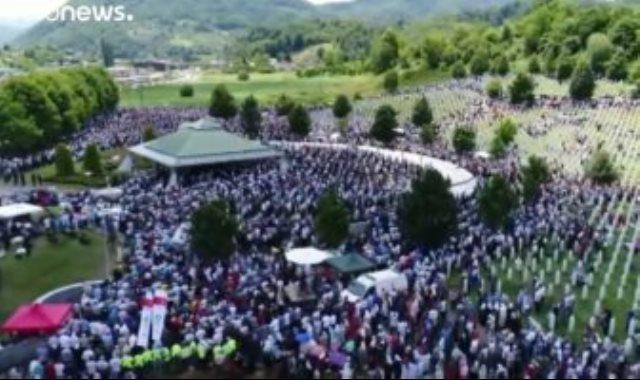 الالاف يحتشدون فى مدينة سريبرينيتسا
