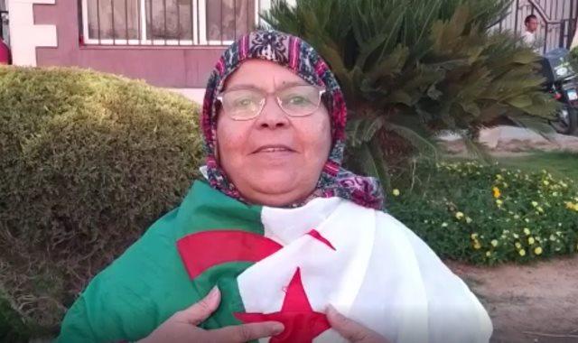 المشجعة الجزائرية