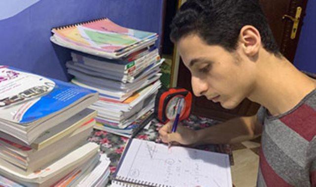 الطالب محمود الشبلنجى الحاصل على المركز الأول على مستوى الجمهورية بالثانوية العامة