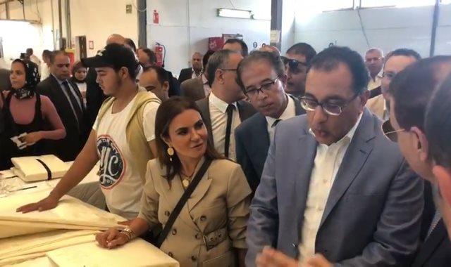 رئيس الوزراء يتفقد مصنع نايل ليين جروب بالإسكندرية