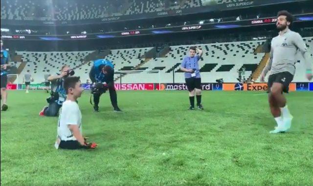 محمد صلاح يلعب الكرة